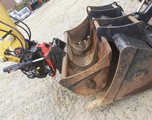 Pelle à pneus YANMAR B95W avec ROTOTILT
